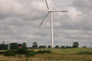 Ferma wiatrowa powinna być oddalona 2 km od zabudowań ludzkich