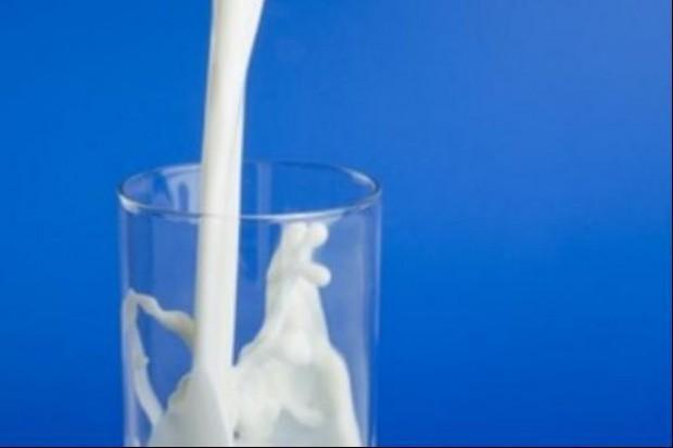 Szklanka mleka z limitami