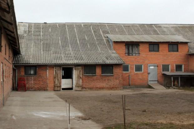 Jak prawidłowo usunąć azbest z dachu?