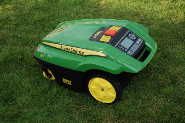 Kosiarka sama zadba o trawnik