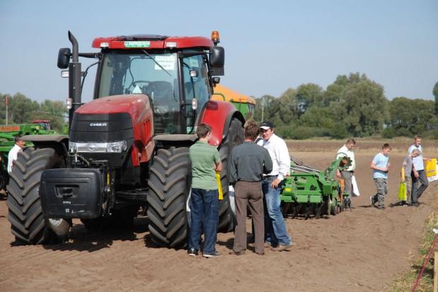 Jakie ciągniki rolnicy wybierali najchętniej w 2012 r?
