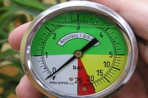 Ciśnienie cieczy w opryskiwaczu musi być na stałym poziomie