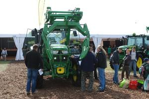"""W oczekiwaniu na """"zielone listy"""", sprzedaż maszyn wyhamowuje"""