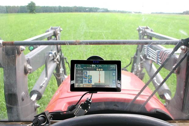 Dobra na początek prosta nawigacja polowa Farmnavigator