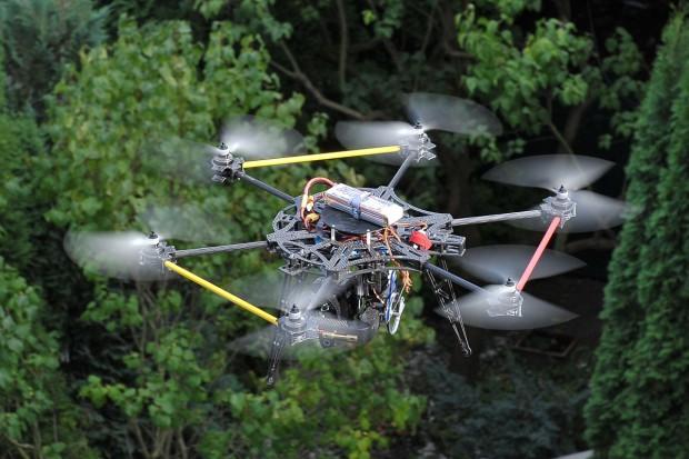 Drony nad polem