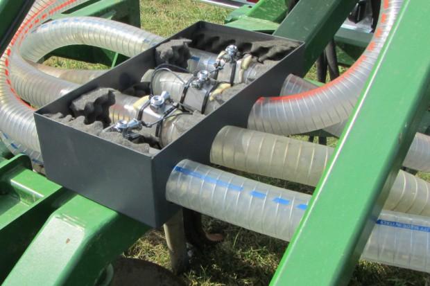 Czujniki przepływu nadzorują dystrybucję gnojowicy