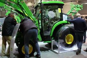 Agritechnika: Jak działa Hitch Assist w traktorach John Deere