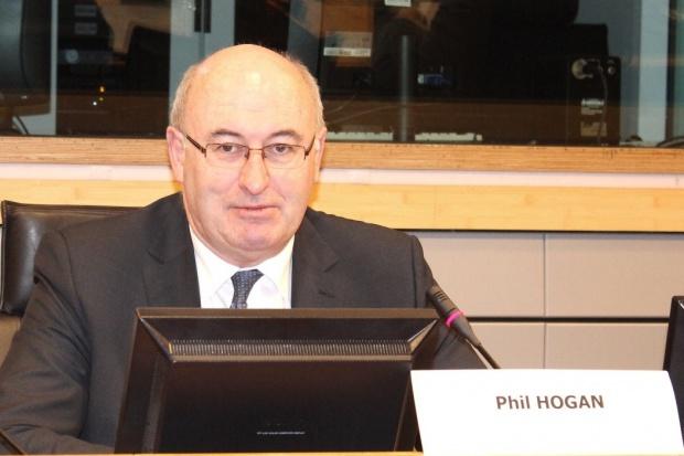 Phil Hogan: Nie będzie dwustronnych porozumień z Rosjanami