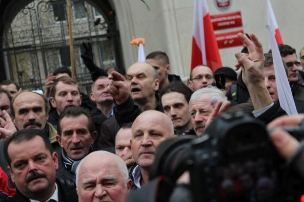 Izdebski zerwał rozmowy z Sawickim; zapowiada zaostrzenie protestów