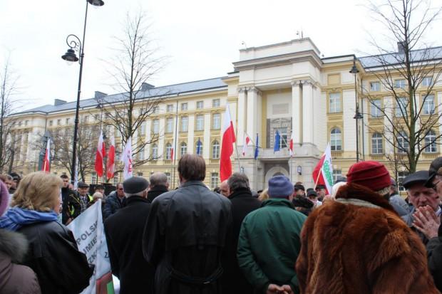"""Rolnicy z OPZZ zawieszają protest, """"S"""" zostaje w """"zielonym miasteczku"""""""