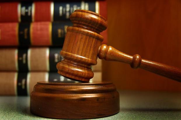 Zarzut przekroczenia uprawnień dla asesora ze sprawy zajęcia ciągnika