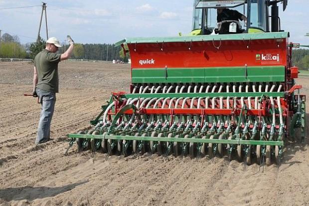 Temperatura i wilgotność gleby – ważne podczas siewów