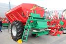 Agro-Masz Rewo 8200 - prosty rozsiewacz wapna o ładowności 11 ton