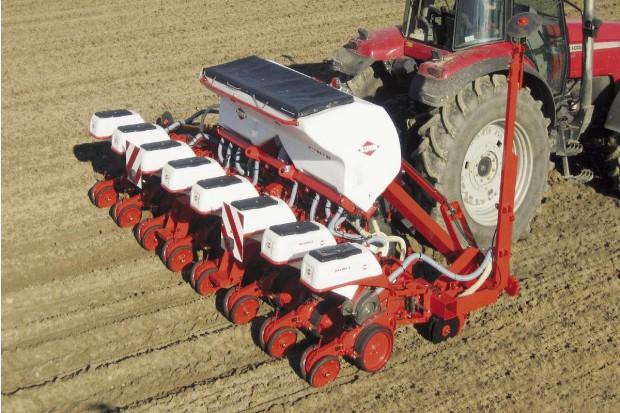 Siewnik do kukurydzy – kupić, czy wynająć?