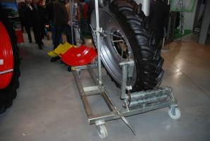 Wózki do montażu kół ułatwiają pracę
