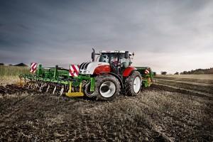Steyr wprowadza nowe ciągniki CVT 2015 Evolution
