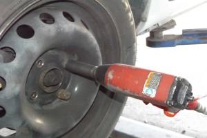 Jak odkręcić oporną śrubę?