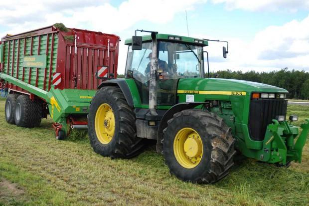 Ciągnik rolniczy – kupić, a może wypożyczyć?