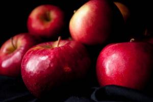 W UE najwięcej uprawia się słodkich jednokolorowych jabłek