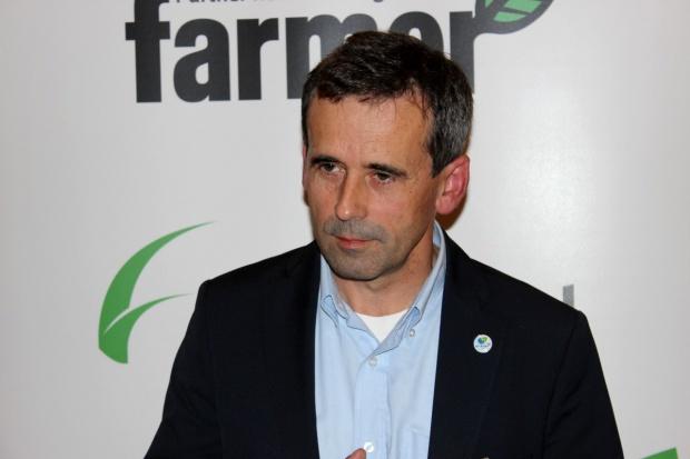 Jak żywić krowy przy deficycie pasz?