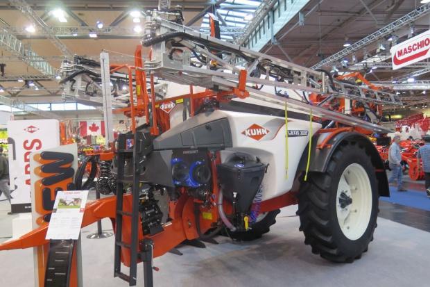 Agritechnica 2015: Lexis 3000 – nowy opryskiwacz zaczepiany Kuhn
