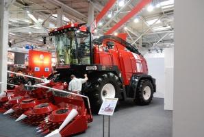 Sieczkarnia Gomselmash FS8060 z nowym silnikiem Liebherr