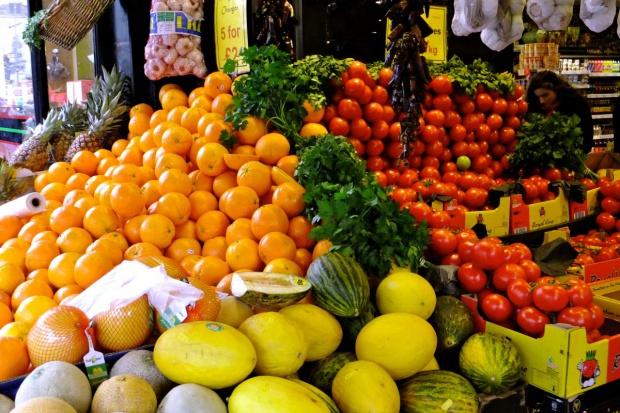 Rosja zawiesza współpracę gospodarczą z Turcją i zakazuje wwozu owoców