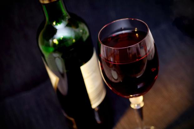 Polakom coraz bardziej smakuje wino