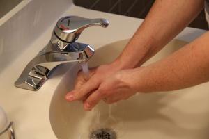 Wróciła tzw. świńska grypa; można jej uniknąć szczepiąc się i myjąc ręce
