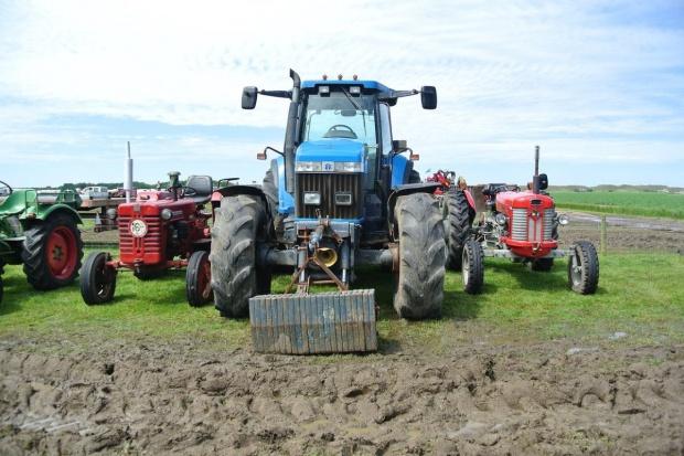 Używane traktory pociągną biznes