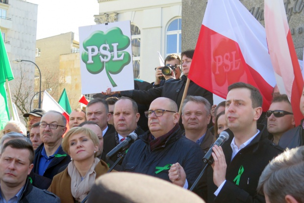 """""""W obronie polskiej ziemi"""", czyli """"Aż się rozpadnie w proch i pył PiS-owska zawierucha"""""""