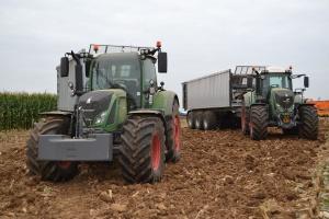 CBŚP rozbiło gang handlujący na terenie całej Polski kradzionymi traktorami