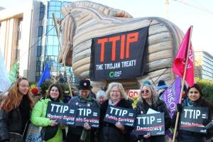 Kilkadziesiąt tysięcy uczestników protestu w Hanowerze przeciw TTIP