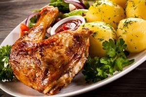 Mięso i ziemniaki wciąż są podstawą polskiego obiadu