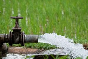 Rolnicy zapłacą za wodę mniej niż planowano