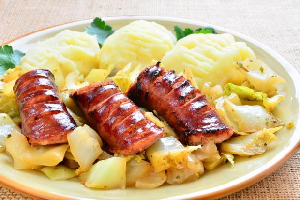 W menu dla pielgrzymów podczas ŚDM polskie owoce i warzywa, pierogi i kiełbasy