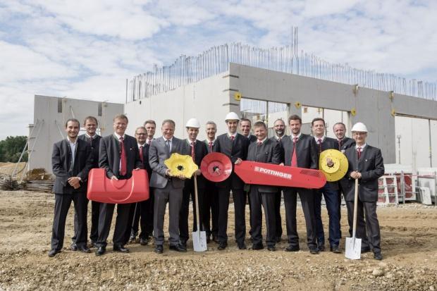 Pöttinger rozpoczął budowę nowego centrum części zamiennych
