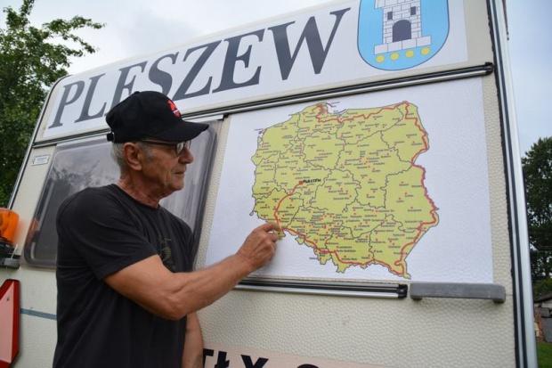 Tour de Pologne na ciągniku z... doczepionym kempingiem