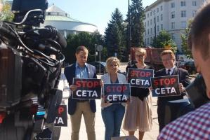 NGO, rolnicy i związki zawodowe przeciwni pośpiechowi ws. CETA