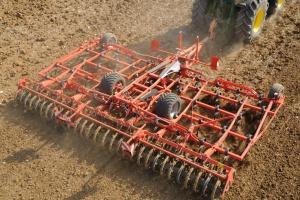 Kuhn Prolander na Agro Show 2016 – nowe podejście do uprawy pożniwnej i przedsiewnej