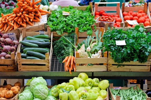 GUS wstępnie: Dużo lepsze tegoroczne zbiory warzyw i owoców