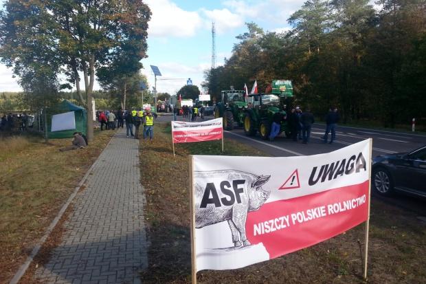 Trwa blokada w Worońcu (zdjęcia)