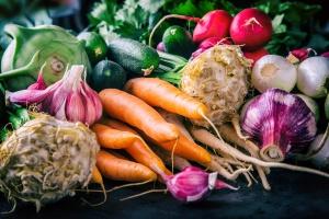 Bronisze: Warzywa spod osłon drożeją, ale są tańsze niż przed rokiem