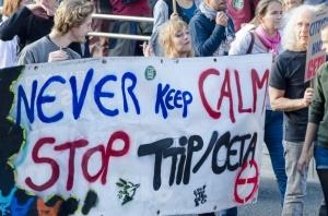 Przed PE protest przeciwko CETA - aktywiści chcą odrzucenia umowy