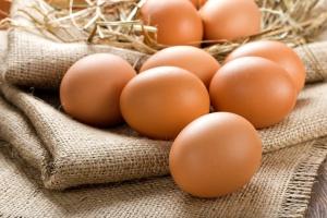 Ceny jaj spadają w Polsce i w Europie
