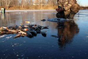 Strażacy apelują, by uważać,  wchodząc na lód