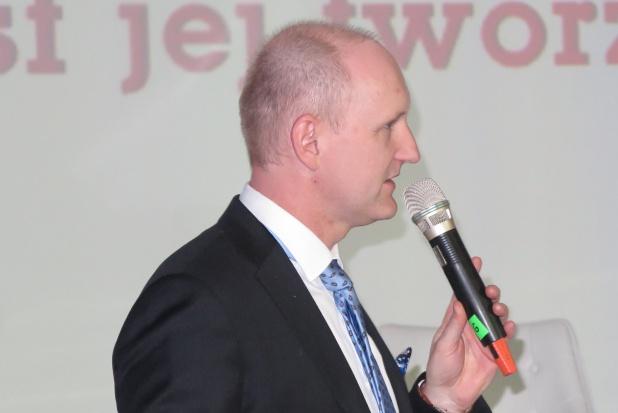 Rafał Prendke, dyrektor zarządzający firmą Agrii Polska Sp. z o.o., podkreślił, że pierwszy rok działalności był trudny i wiązał się z wieloma obawami, jednak w przyszłość firma patrzy optymistycznie
