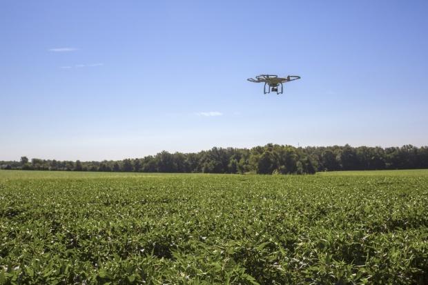 Emilewicz: Potrzebne prawne uregulowanie ws. dronów