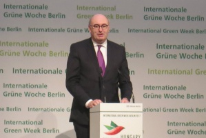 Hogan o CETA: Nie znamy wpływu na małe gospodarstwa