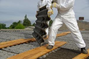Rolnicy ciągle mogą korzystać z bezpłatnego usuwania azbestu